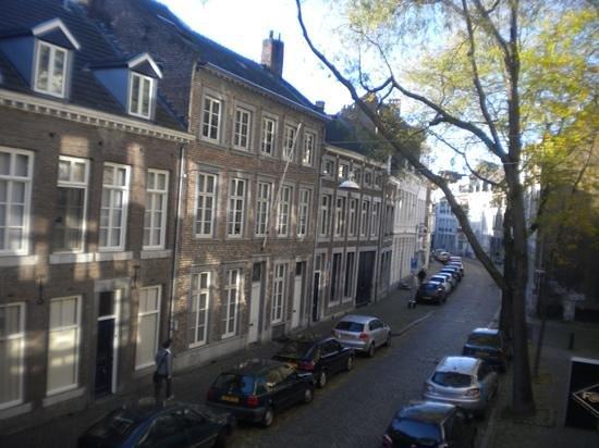 Residences Maastricht : zicht uit het raam van Kleine Gracht 10b ..