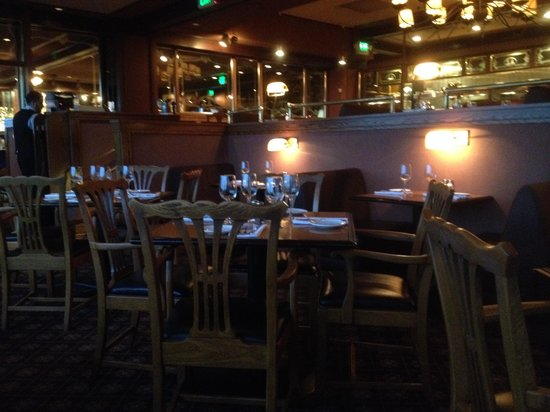 Stanley & Seafort's Steak Chop & Fishhouse : Interior