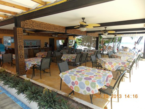 Cocoplum Beach Hotel : desayunado-restaurant,