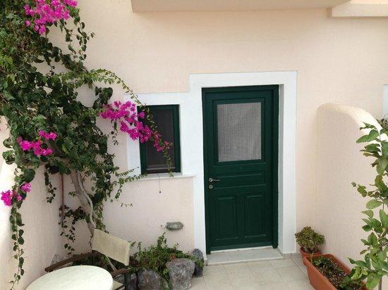 Costa Marina Villas: Flowers Everywhere