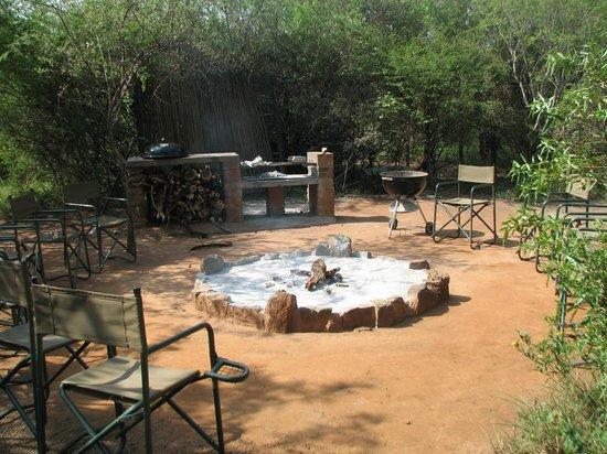 Mosetlha Bush Camp & Eco Lodge : Campfire