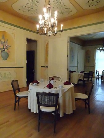 The Glenmary Inn: The dining room