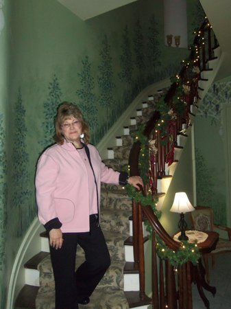 The Glenmary Inn: The stairway to the rooms
