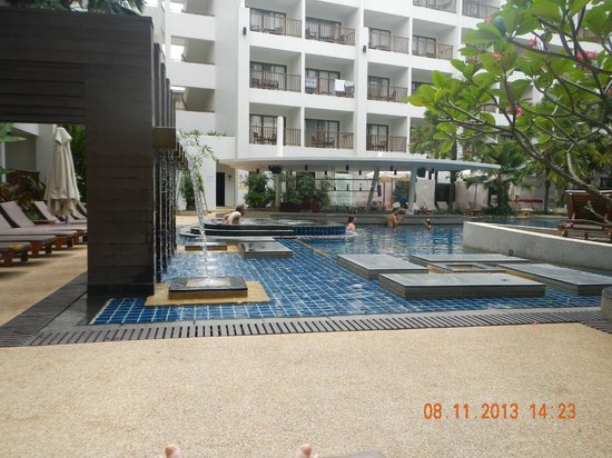 Deevana Plaza Phuket Patong: The Pool