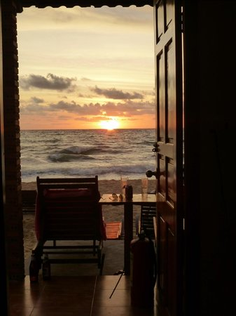 Phuong Binh House: breath taking sunsets every night right from our bungalow door step