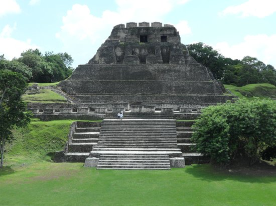 Coco Plum Island Resort: Mayan Ruins
