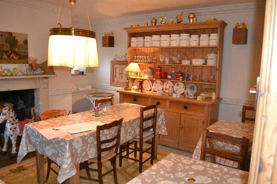 Fosse Farmhouse: Breakfast dining room