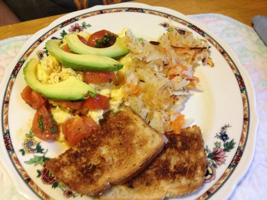 Iron Horse Inn Bed & Breakfast: Or yummy healthy omelet