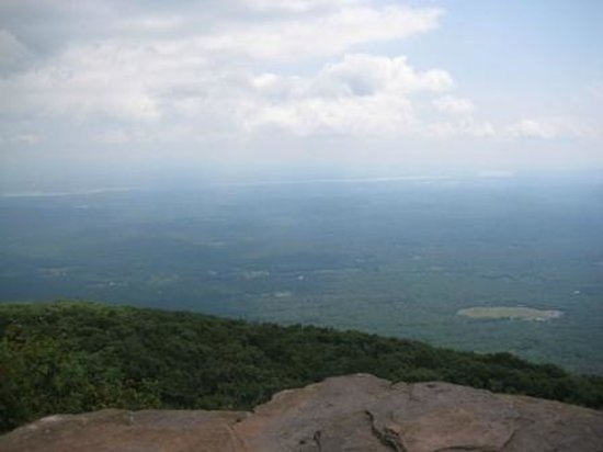 Overlook Mountain : view from lookout behind the firetower