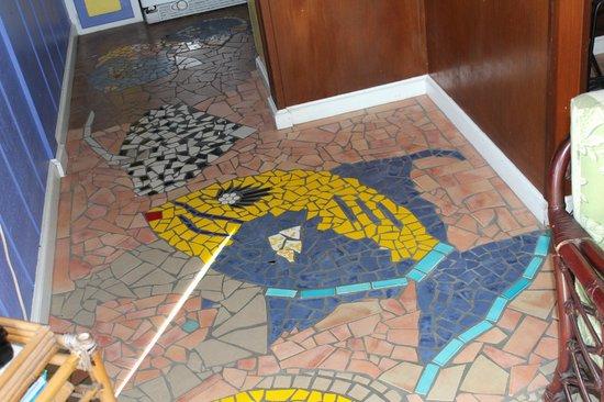 Garden by the Sea B&B: Tile Floor in Common Area