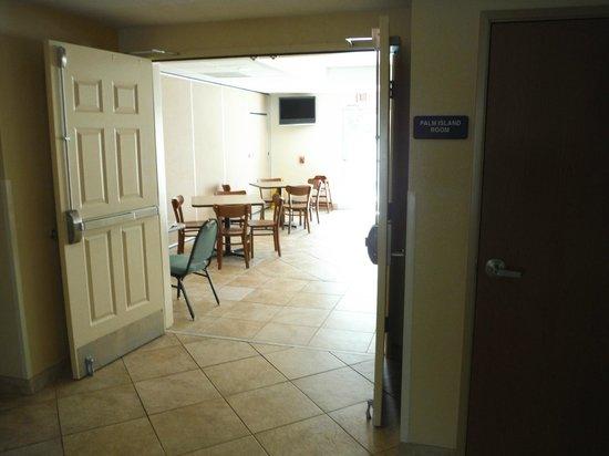 Sleep Inn & Suites Port Charlotte: Breakfast room.