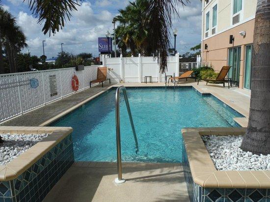 Sleep Inn & Suites Port Charlotte : Swimming pool.