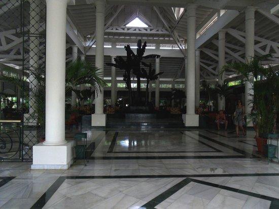 Grand Bahia Principe El Portillo: the lobby