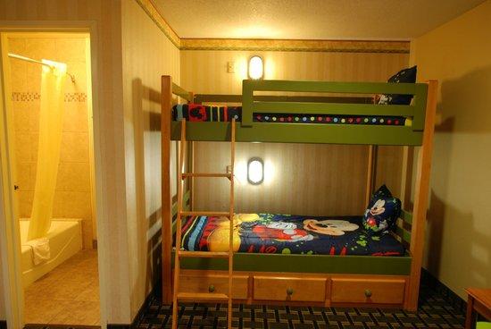 Stanford Inn & Suites: Bunk beds in kids room