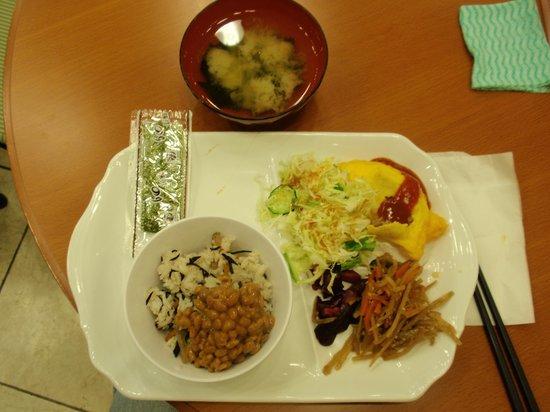 Toyoko Inn Akitaeki Higashiguchi: Typical breakfast