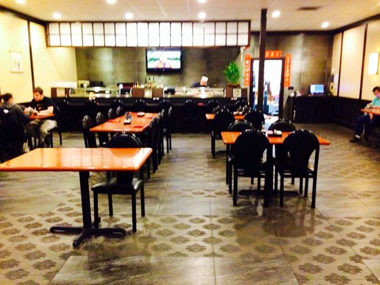 Yoshi's: Large dining room next to hibachi room