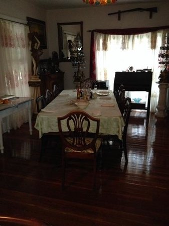 Ashley's Victorian Haven Bed And Breakfast : Dining area