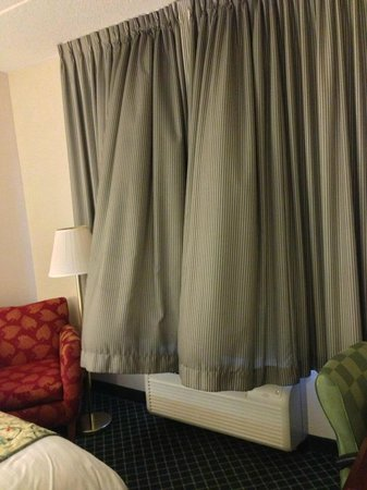 Fairfield Inn & Suites Harrisburg Hershey: Curtains too long; blow up with AC/Heat is on. No privacy, no blackout.