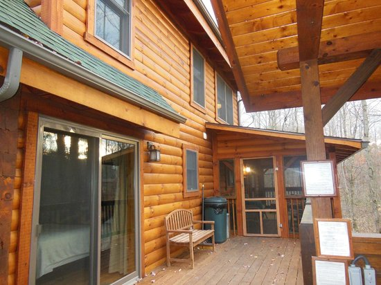 Getaway Cabins: Deck, hot tub area