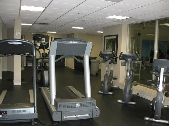 Delta Hotels by Marriott Sault Ste. Marie Waterfront: Gym with cardio equipment