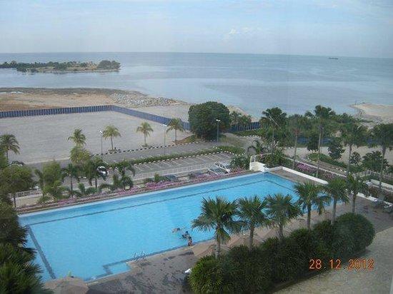 Holiday Inn Melaka: Pool View / Straits View