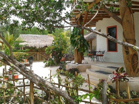 Villa los Mangles : Patio de la entrada