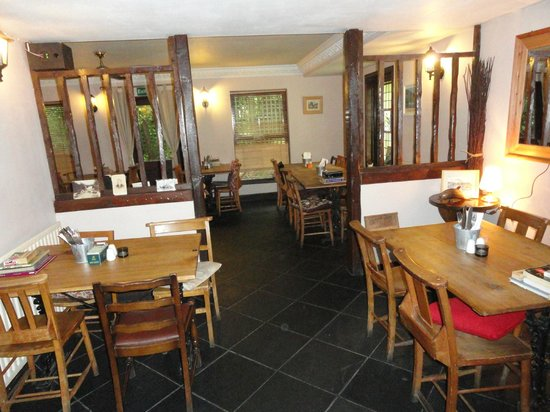 The Byre Inn: Dinning area.