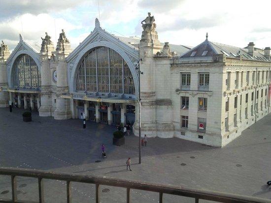 Grand Hotel de Tours: Vue de la chambre sur la gare de Tours !