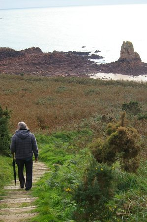 Beauport Beach: on the way down