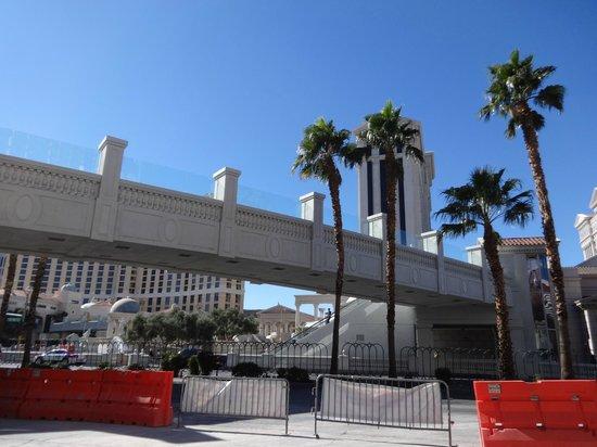 Flamingo Las Vegas Hotel & Casino: PASARELA DE FLAMINGO A CESAR PALACE Y BELLAGIO