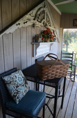 Piney Hill Bed & Breakfast: Picnic basket breakfast