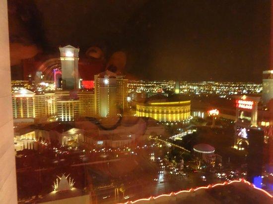 Flamingo Las Vegas Hotel & Casino: VISTA DE NOCHE DESDE HABITACION