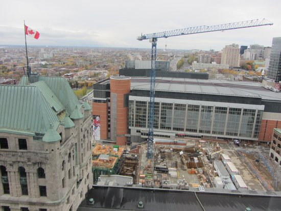 Montreal Marriott Chateau Champlain : View of Bell Centre