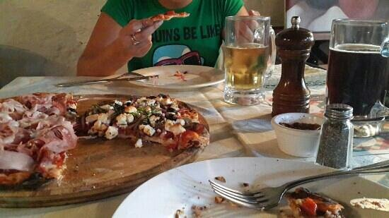 El Cazador Italiano: Pizzas y Cerveza