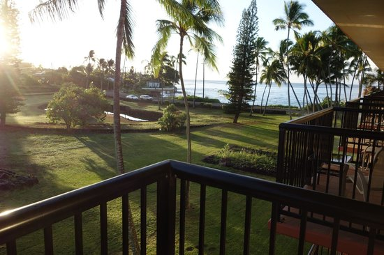 Prince Kuhio Condos: View from bedroom to ocean