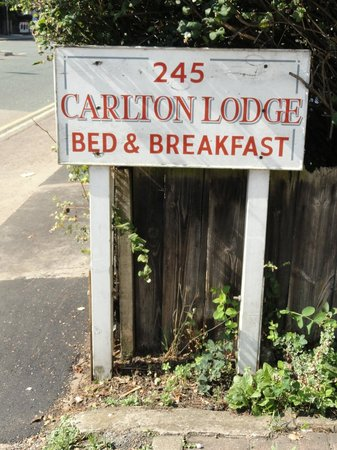 Carlton Lodge: B&B sign.