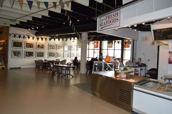Evans Fresh Seafoods and Restaurant: Located in the lower level of Alderney Landing