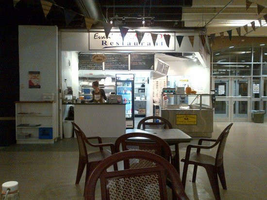 Evans Fresh Seafoods and Restaurant: Eat it here, take out, or buy raw and cook it yourself!
