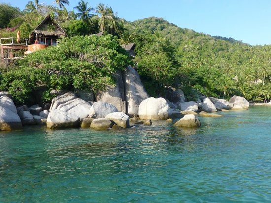 Bow Thong Resort : hillside bungalows at our end of the beach