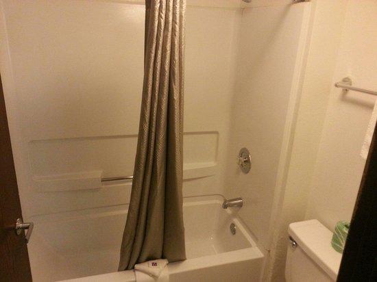 Motel 6 Brownsville North: Bathroom