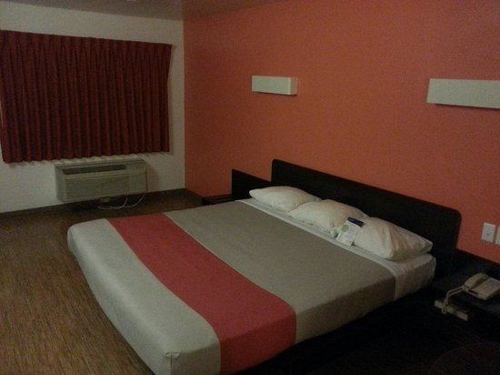 Motel 6 Brownsville North: Bed