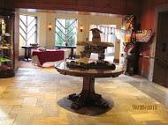 Four Seasons Resort and Residences Whistler: Hotel Lobby