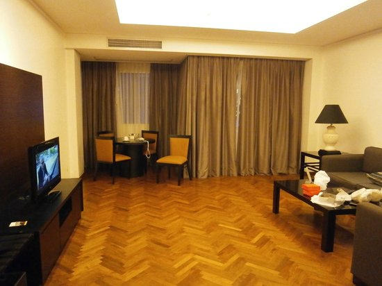 Aston at Kuningan Suites: spacious living room
