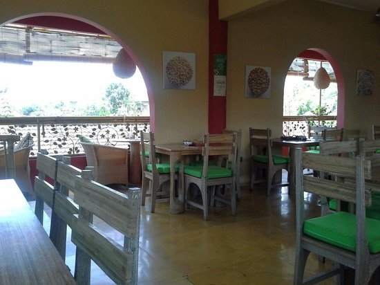 Earth Cafe & Market: Cozy place...