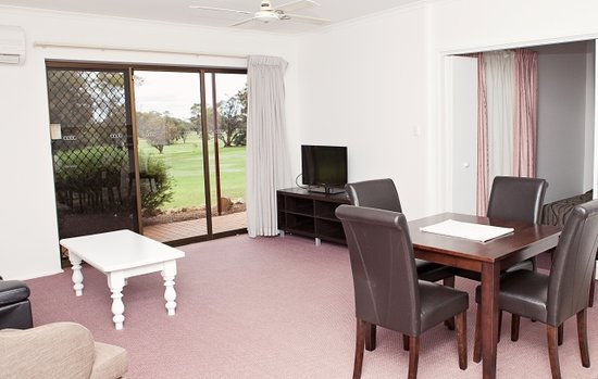 Barmera Country Club: Deluxe 2 Bedroom Lounge Area