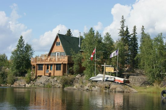 Yellow Dog Lodge : View of lodge from the lake