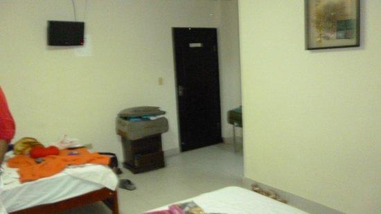Hotel Cristina: Habitación de dos camas. una doble y una de una persona