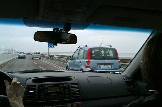 Locanda al Leon : Driving across Via Liberta