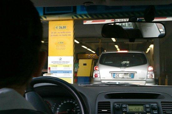 Locanda al Leon : Where you park.