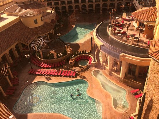 Peppermill Resort Spa Casino: Heated pools